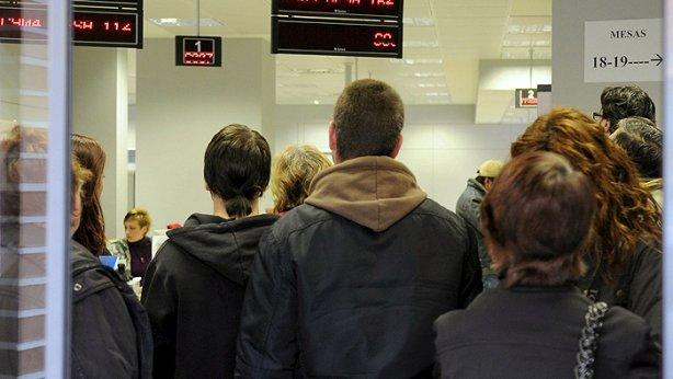 Economía.- El Gobierno aprueba hoy la reforma del plan Prepara, que elevará la ayuda a parados con cargas familiares