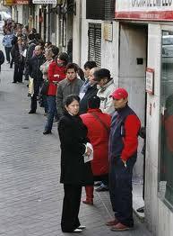 El Gobierno elevará a 450 euros mensuales la ayuda para parados con mayores cargas familiares