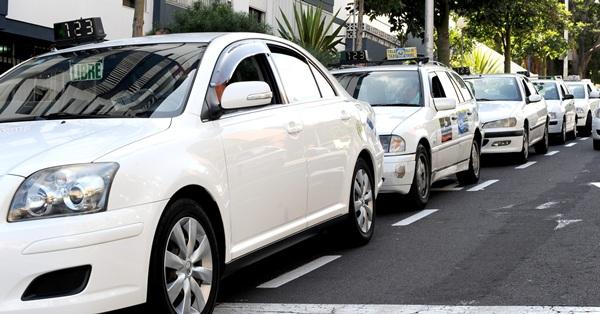 Entra en vigor el Reglamento del Taxi y deja en el aire los 'transfers'