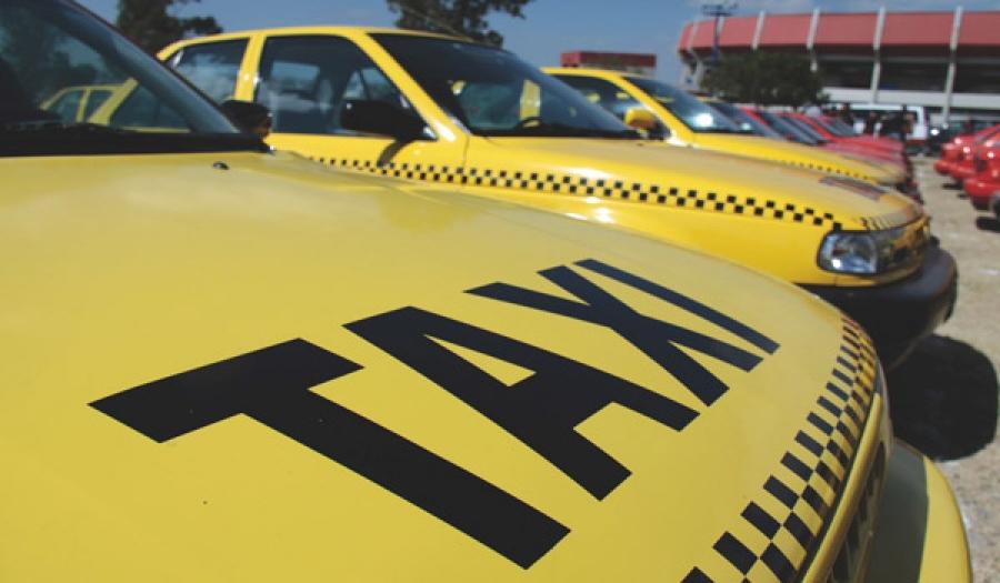 Las mujeres taxistas, demandan una mayor presencia en las organizaciones representativas del sector